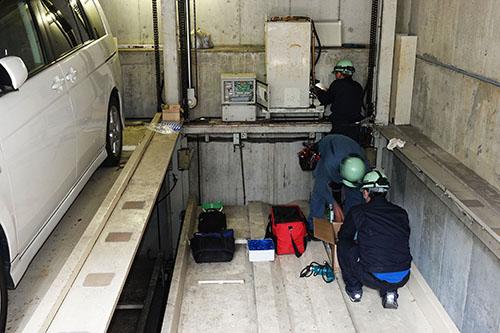 神奈川県横浜市内の自社研究開発用装置での保守作業風景